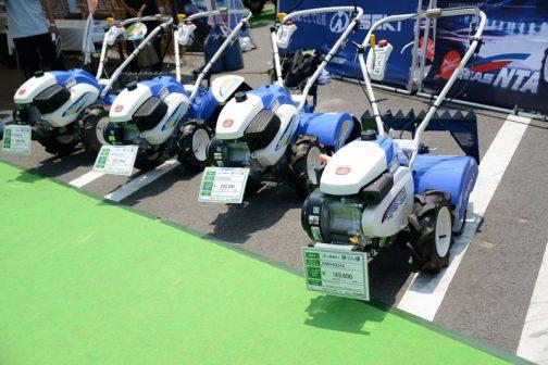 左奥から イセキ耕耘機 KCR605HX 価格¥259,200 イセキ耕耘機 KCR605SDU 価格¥251,640 イセキ耕耘機 KCR505HX 価格¥232,200 イセキ耕耘機 KMR400HX 価格¥183,600