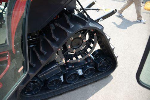 クローラの車輪とか、クローラのパターン、それからエンジンも同じということまでわかったのですが、詳細はわかりませんでした。シャシだけ共通で架装は独自・・・などというOEM形態があったりして・・・