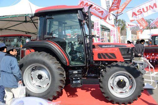 マヒンドラ6075PSTはマヒンドラの6000シリーズ中最大で、3気筒の4サイクル水冷ターボ・インタークーラー・コモンレールエンジン71馬力/2100rpm