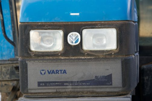 newhollandにぴったりの青い見せバッテリー。VARTA Blue Dynamic