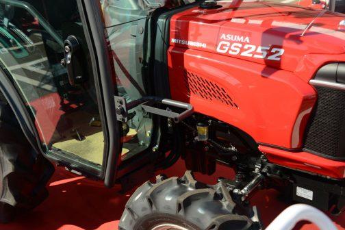 GS252XJY5 燃料タンク置き。取付位置がGS202MTと違うためか、形状が異なりガッチリしてる感じ。