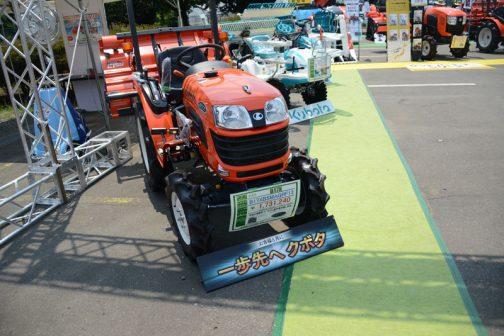 クボタトラクター B17X B17XBSMAGRF13 価格¥1,731,240 快適な運転席で、ラクに農作業が楽しめる。 とあります。