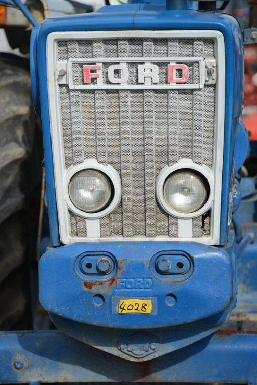もちろん、「GSバッテリー」のステッカーというのも十分考えられますけど・・・以前もFORDに貼ってあったSUPER CXというステッカーにダマされたことがありました。この時はバッテリーのステッカー。しかもGSでした。