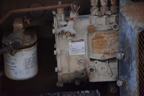 ヂーゼル機器のポンプ。細かい字もよく見える状態の良さです。『長期間放置する場合は使用前後に潤滑油を交換してください』とあります。この中にオイルが入っているんですね。ちゃんと交換するようになっているんだ!TOKYO JAPAN と言う表記が時代を感じさせます。