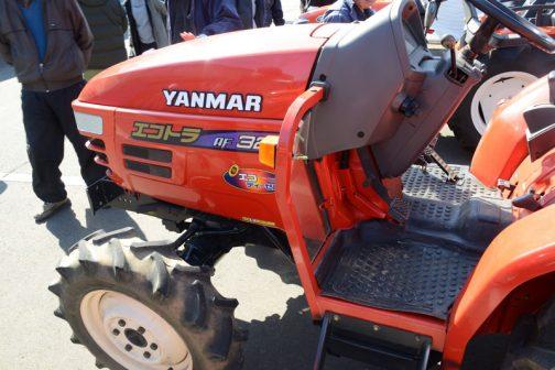 ヤンマーAF328は農研機構のWEBサイトの登録は上のAF226から遅れること1年の1999年。4輪駆動 機関20.6kW{28PS}/2500rpm、1.496Lで希望小売価格は249万円となっていました。