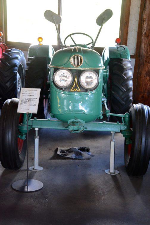 読み方はよくわかりませんが、クロークナー・フンボルト・ドゥーツ社とでも言いましょうか・・・略してKHD。空冷3気筒ディーゼルエンジンです。