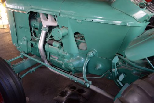 マフラーはドイツ車に多い後方排気。