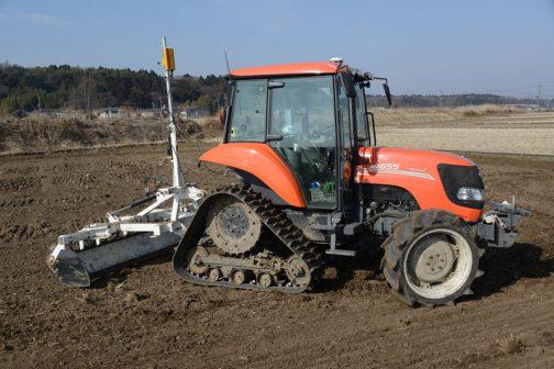 クボタMZ655は農研機構の登録では2009年度。当時の希望小売価格は7420 (千円)。装着キャブ・フレーム (合格番号) クボタ IC75MZ(209027)となっています。それと、販売名というのが書いてあり、 三菱農機仕様に対して 三菱 GV655 日本ニューホランド仕様に対して 日本ニューホランド T2500MZ 日本ニューホランド、三菱農機に提供されていたことがわかります。