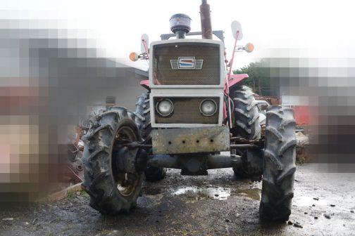 あらためましててシバウラSE7340Tです。農研機構の登録は1979年。tractordata.comではシバウラ LER1103T 3気筒 3.4リッター ディーゼルターボ 73馬力/2200rpmとなっています。
