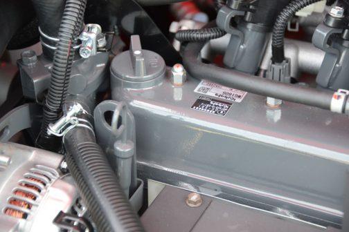昭信スピードスプレヤー3S-FSC600TLGのクボタWG1605-G-EBT-3 4気筒1,537ccガソリンエンジン。定格で34.4馬力、最大で43.1馬力/2800rpmだそうです。