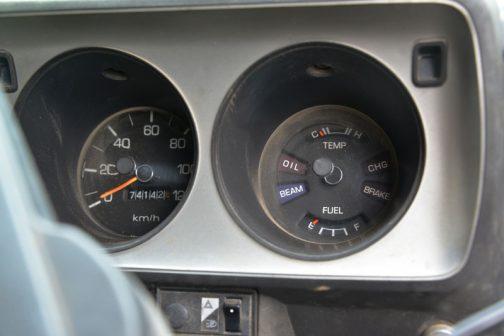 スポーティなメーター廻り。74000キロちょっと・・・何周廻っているのかわかりません。