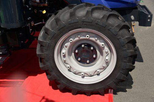 で、これがそのタイヤ。前輪。