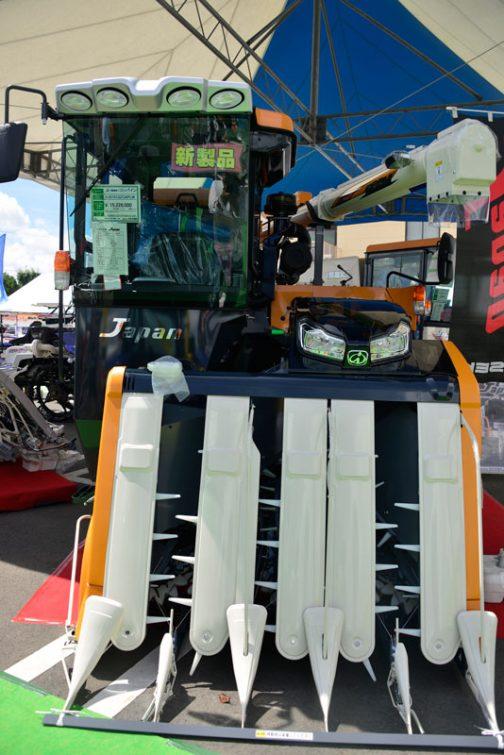 イセキ JAPAN というのでしょうか? ヰセキコンバイン 型式 HJ5101GZCAPLW 全長 4660mm 全幅 2235mm 全高 2670mm 最低地上高 225〜385mm 機体重量 4410kg エンジン種類 水冷4サイクル4気筒ディーゼル・インタークーラー・DPF+SCR 排気量 3053cc 出力 101.2PS 燃料タンク容量 100L 走行速度 0〜1.00 0〜2.00 0〜2.92(m/s) クローラ幅×接地長 500×1850mm こぎ胴 462×1050mm グレンタンク容量 1800L オーガ長 3700〜4700mm