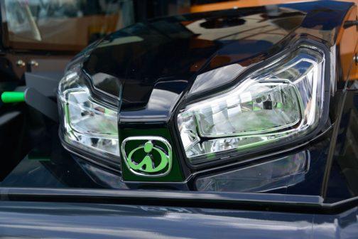 新製品はバッジもトラクターと同じくメッキに変わっています。