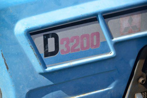 D3200 ステッカーを貼る場所が仰々しく押し出されています。これもなかなかユニークです。