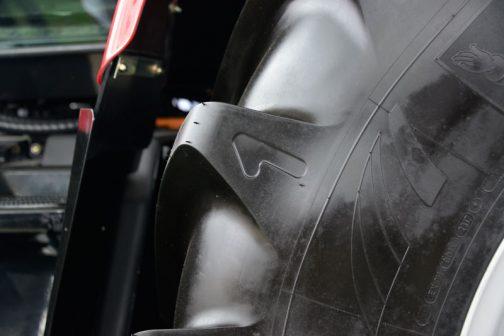 いくつか気づいたことのうちの一つがこれ。タイヤに「1」って書いてあります。ミシュランXeoBibの特長なのかなんなのか、初めて気がつきました。