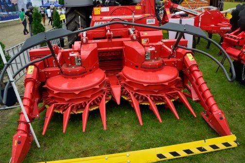 稲や小麦の収穫機と違ってコンパクトですが、見た目はずっと恐ろしい・・・見ているだけで中央に吸い込まれていきそうです。