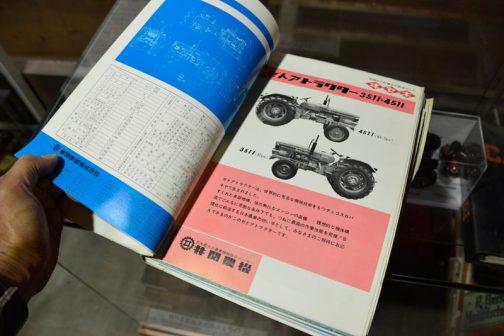ゼトア5511 銘柄形式ゼトア5501 種類ディーゼル 冷却方式水冷 サイクル数4 シリンダー数4 内径×行程(mm)95×110 総行程容積(cc)3,120 圧縮比17.9:1 出力(ps)57 定格回転数(r.p.m)2,200 車両総重量(kg)2,270 荷重 前輪(kg)900 荷重 後輪(kg)1,370 全長(本体のみ・mm)3,475 全巾(標準状態・mm)1,740 軸距(標準状態・mm)1,620 輪距 前輪最大1.725 輪距 前輪最小1.330 輪距 後輪最大1.800 輪距 前輪最小1.425 最低地上高(mm)460