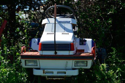 今気がつきましたが、田植機として、カタマリ感があり、ムダがない、まとまりのあるデザイン。トラクターに通じるものがあります。