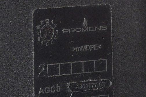 拡大してみます。明らかにメーカー名。PROMENSと読めますね!