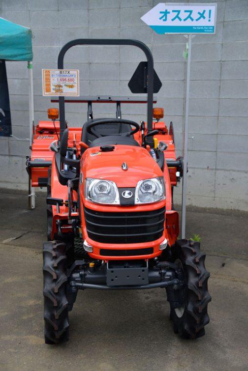 クボタ B17X B17XBSMAGRF3 価格 ¥1,696,680 エンジン馬力 17.0PS 燃料タンク 14L 総排気量 1001cc