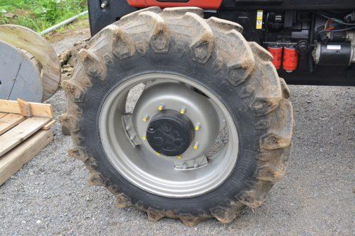 タイヤは前後ともピレリ。