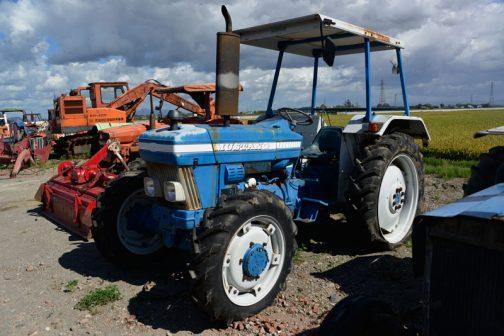 tractordata.comによれば FORD3910は1983年〜1989年 FORD3.1L3気筒ディーゼルエンジン47.5馬力/2200rpm となっていました。