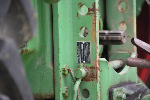 この牽引フック部分には別に銘板が付いています。