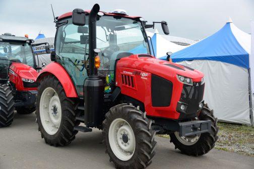 農研機構の登録によればGR110Fは 年度2017 安全鑑定番号 42048 型式名 クボタ M110GE 販売名 M110GE GR110F 依頼者 株式会社クボタ 主な仕様 4輪駆動 81kW{110PS}/2600rpm 3.769L  希望小売価格:10749-11941 (千円) 鑑定の対象に含めたアタッチメント等 装着キャブ・フレーム (合格番号) クボタ IC110GE (217014) 水準以上の安全装備 片ブレーキ防止装置 となっています。