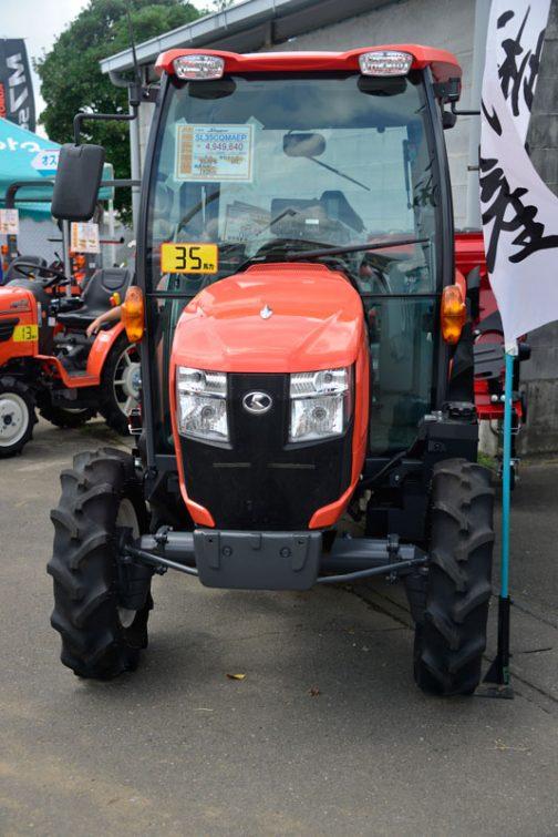 クボタ Slugger SL35CQMAEP 価格 ¥4,949,640 エンジン馬力 35.0PS 燃料タンク 40L 総排気量 1826cc
