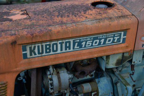こちらはステッカーがちゃんと残っています。クボタL型にはL1500DT、L1501DT両方存在していたのですね。