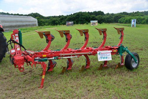 「kvernelandはクボタだけ」とあります。 この機械の値段も名前もわかりません。
