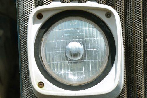 こちらはFORD6610のヘッドランプですが、こちらはスタンレーです。FORDは大抵スタンレーでした。こう見るとあっさりしていて平板で、ムスタングのに比べると寂しい感じがします。