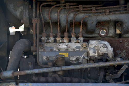 燃料ポンプのラインから見ても6気筒は間違いなさそうです。ポンプのメーカーはDENSOです。正確にはND NIPPON DENSO 新しいものなのかな? 株式会社デンソーになったのは1996年だそうですから、それ以前のものなのは間違いなさそうです。