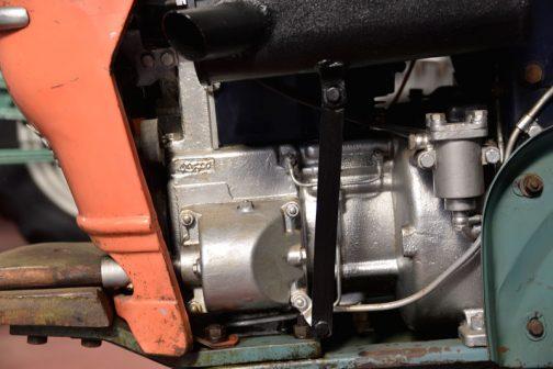 中身があって喜んで写真を撮ってはいますが、さすがにワンボディ&フルカバード。大した写真は撮れないのでした。エンジンは496ccと書いてあるのでしょうか・・・