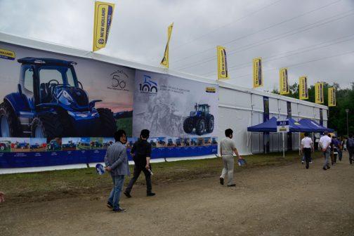 僕としては第34回国際農業機械展in帯広の会場で最も素晴らしい展示をしていたと感じたニューホランドのブースです。