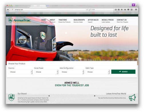 で、ArmaTracのWEBページを見たらビックリ!!ちゃんとトップページに出てくるトラクターの画像にもちゃんと青いリングは付いています。これ、メーカー装備品だったんです!いったい何でしょう・・・これは。不思議です。