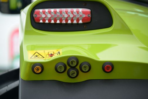 下の外部油圧操作ボタンも含めて・・・気に入ったので何枚か撮っています。