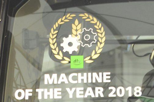 拡大してみます。マシンオブザイヤー2018と書いてあります。