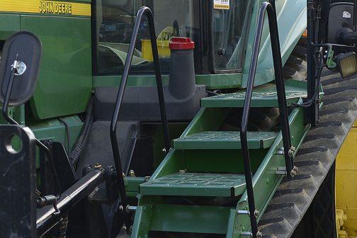 JOHN DEERE 8300T tractordata.comによると、8300Tの燃料タンク容量は492ℓでした。現行のOHN DEERE 8370RTはその倍近い燃料を搭載することができるわけです。