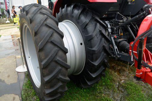 すごいですよね!本来ならもう一本タイヤがハマるくらい隙間が空いています。