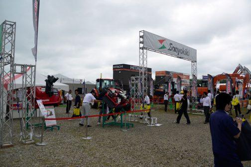 比較的スペースに余裕がある感じの三陽機器のブース。展示されている機械のほとんどは除草の機械です。