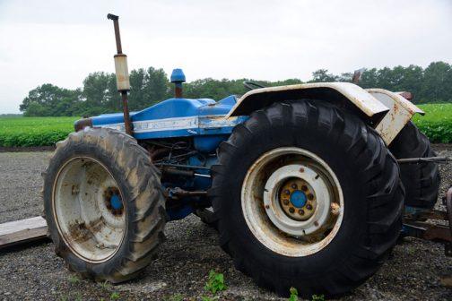 County 1124 Super Six タイヤに隠れてほとんどボディが見えない感じ。無人機みたいです。リヤフェンダーはほんのちょっとタイヤに掛かっているだけ。