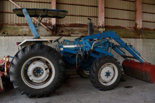 FORD7600には4WDのメーカー設定はなく、この機体が4WDなのは4WDキットを組んでいるからだと思われます。