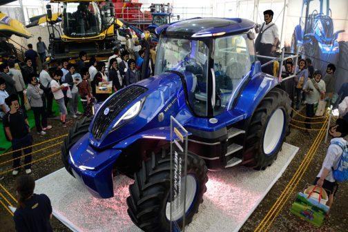 デザインもそうですが、そういうトラクターを取り巻く環境のデザインがとても素晴らしいと感じました。