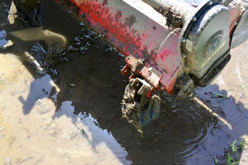 そしてもちらはハローの先端に盛り上がった土や水をハローのほうに引き寄せるもの。