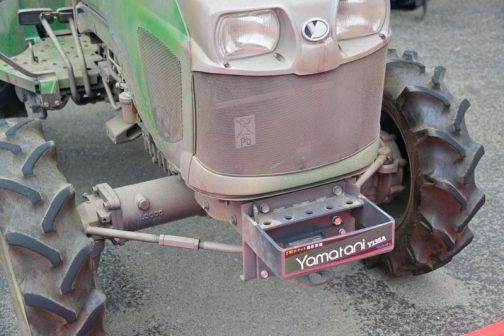 実機はヤマタニ・・・というメーカーのトラクターを演じているようです。