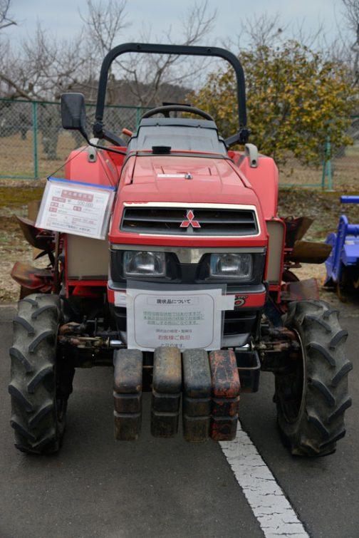 中古車の売り場で見た三菱MT226です。 農研機構の登録では1992年登録。 MT225としてで、安全鑑定番号は17090 主な仕様として4輪駆動 機関22.5PS/2500rpm, 1462ccと書いてあります。