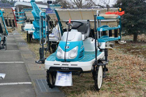 クボタ 田植機 SPU850 中古税込価格 ¥630,000 使用時間438時間 備考 こまきちゃん/補助車輪付