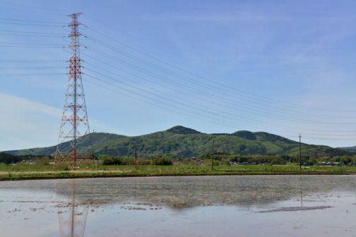 近くにもたくさん山が見えます。これは『ザ・山』という感じ、まさに漢字の『山』